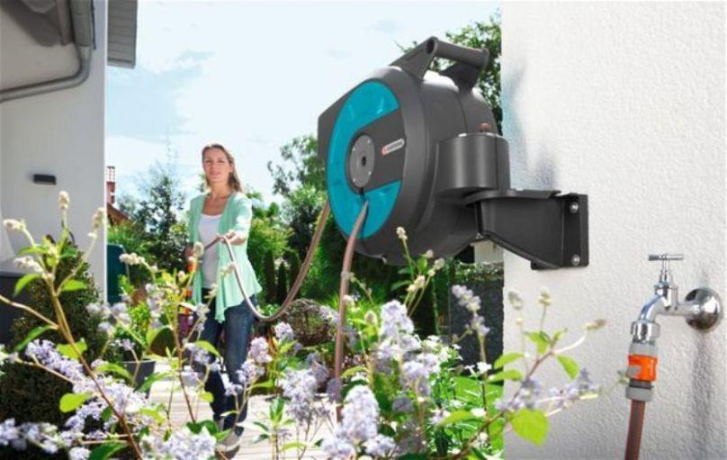 Bộ vòi tưới treo tường dây rút tự động gardena 08022-20 - Sản phẩm làm vườn thông minh cao cấp