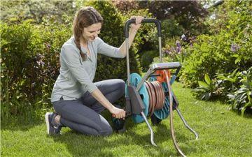 Xe cuộn ống dây tưới có sẵn vòi, dây tưới Gardena 18517-20